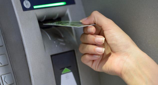 Geldautomat Wenn Die Karte Stecken Bleibt